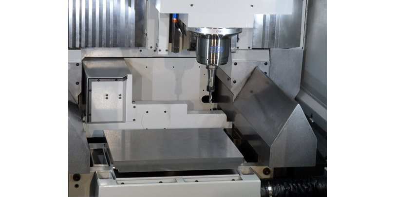 ec43-3-axes-with-pallet-loader